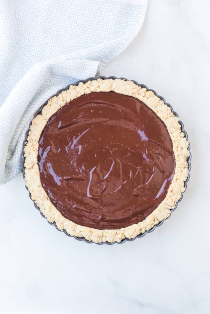 Pie tart with chocolate filling