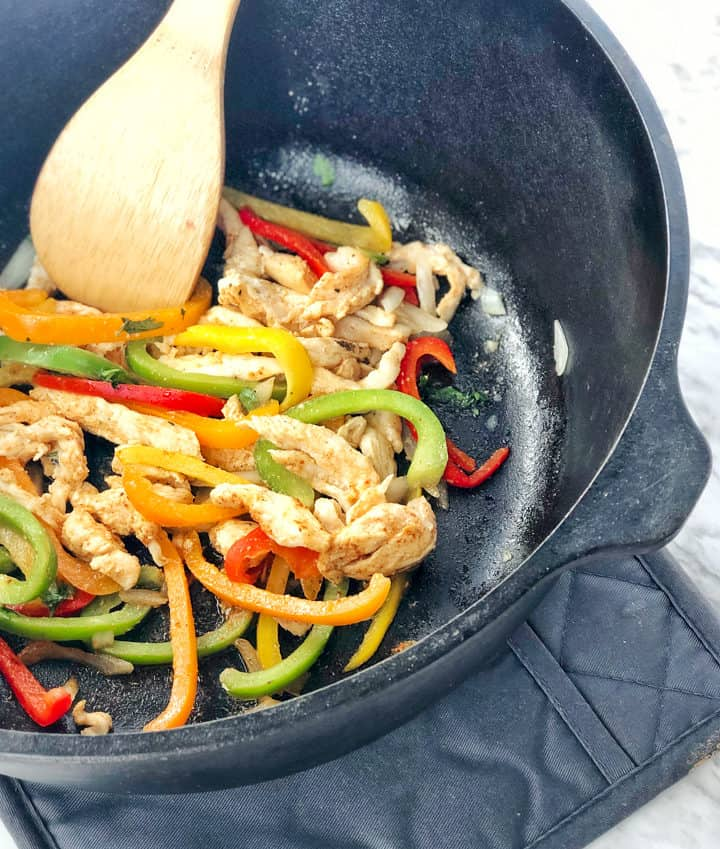 Cast iron with bell peppers, chicken and seasonings
