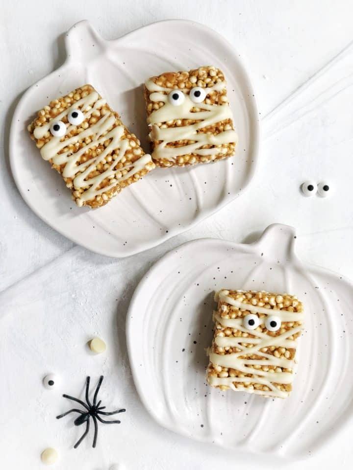 Mummy treats on pumpkin plates
