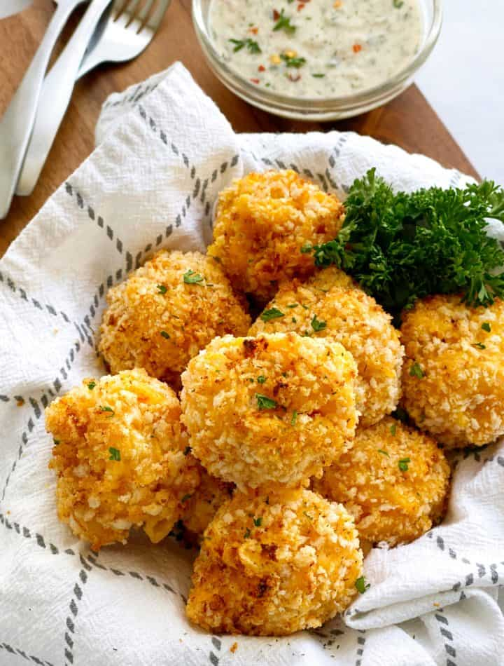 mac and cheese balls in a basket