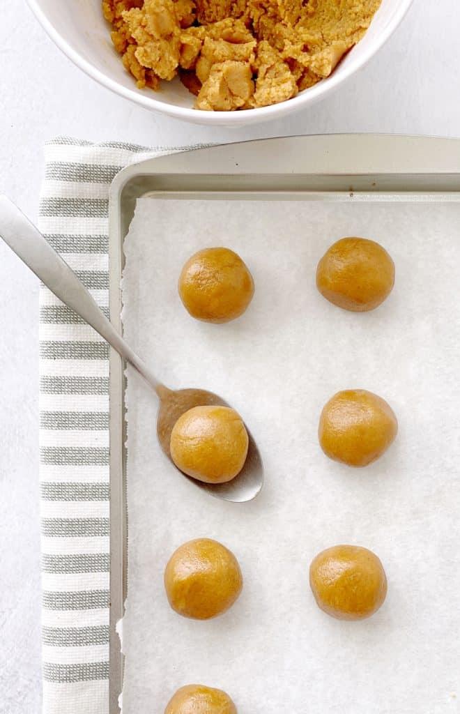 rolled balls of peanut butter mixture
