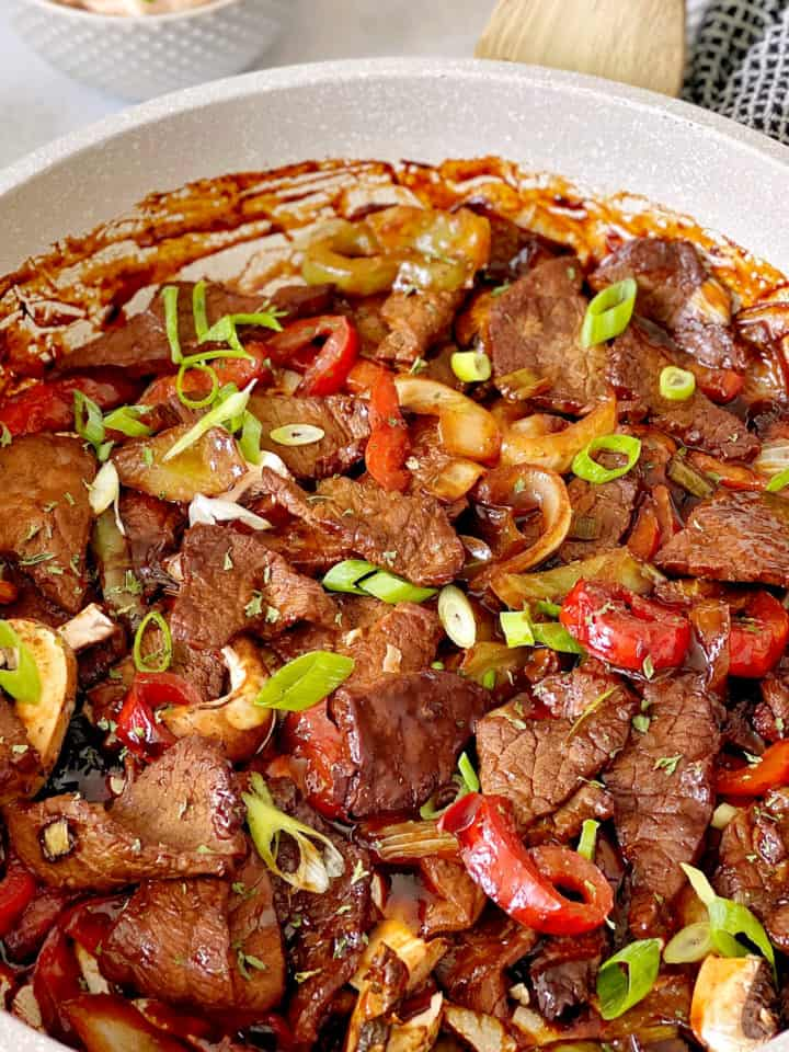 pan with beef and vegetables