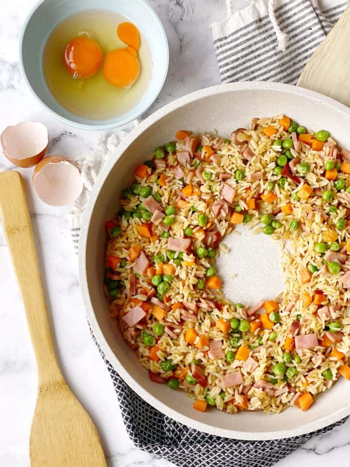 rice with well in the middle for egg