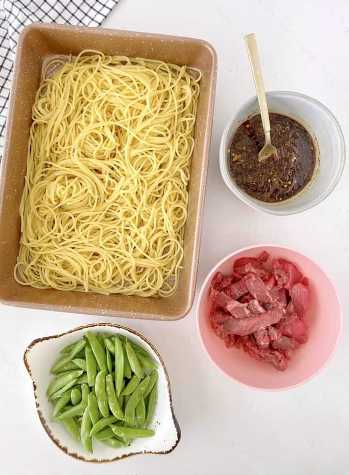 noodles, beef, sauce, and snow peas