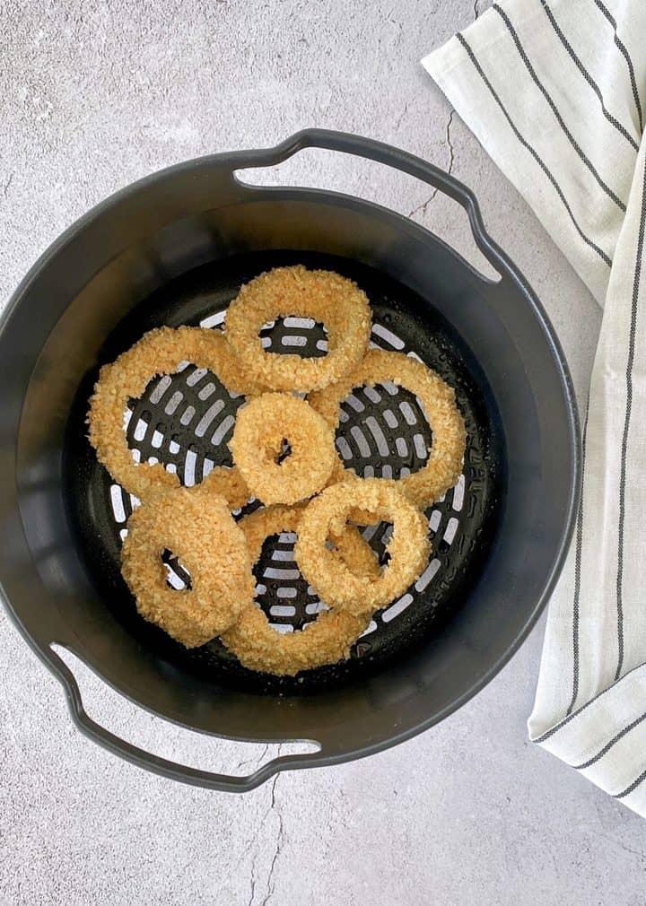onion rings in the air fryer pan