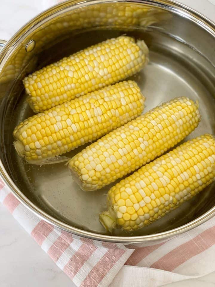 pot of water and corn on the cob