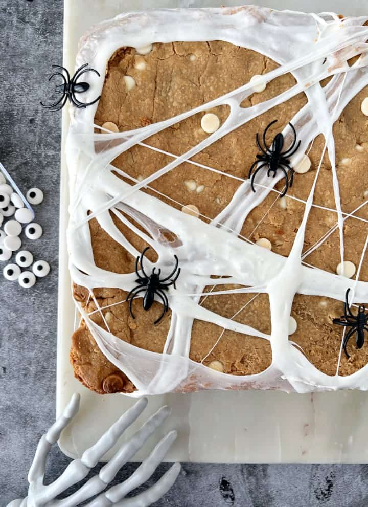 cob web halloween snack with white marshmallow